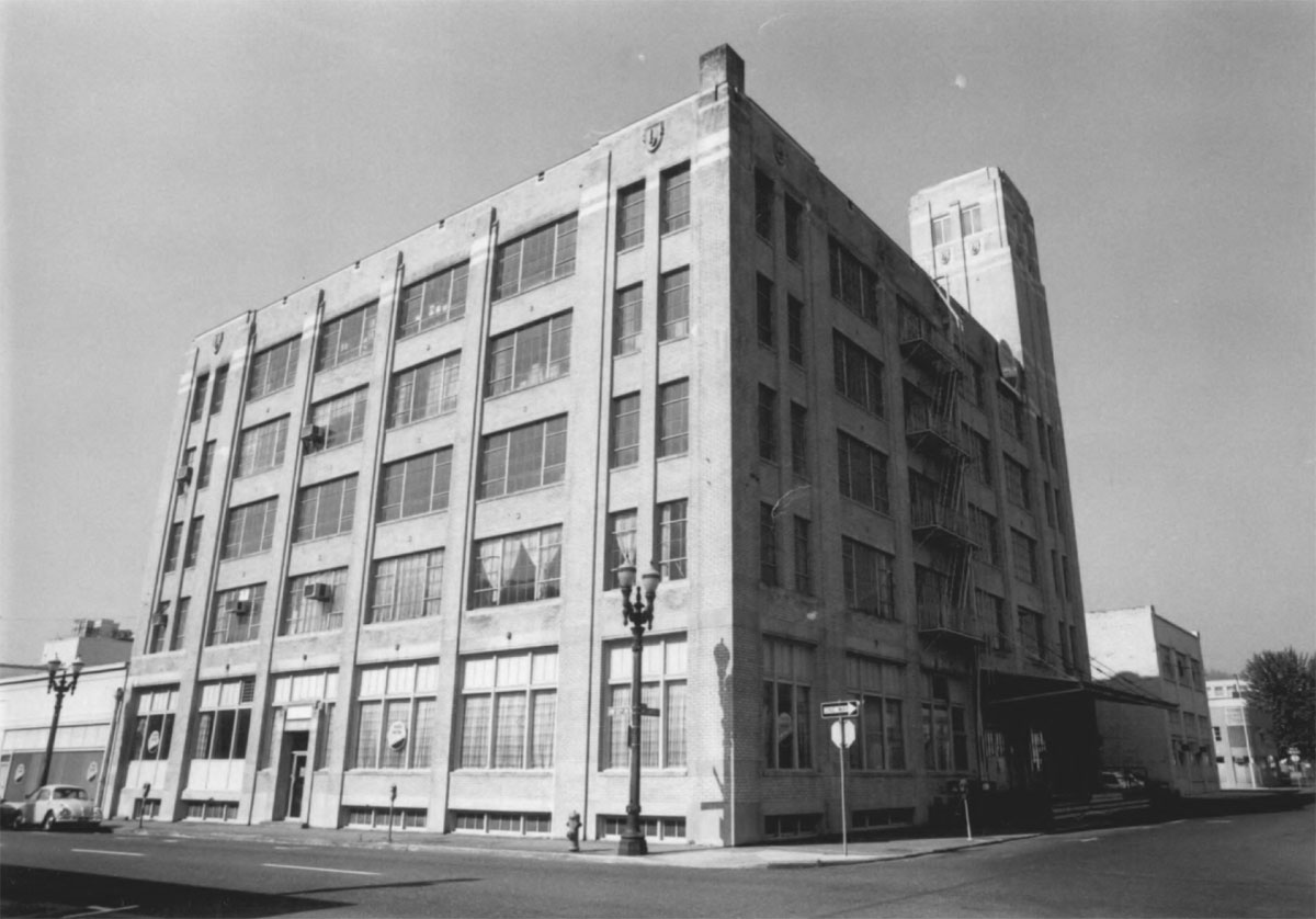 The Ballou & Wright building in 1986. The building is listed on the National Register of Historic Places.